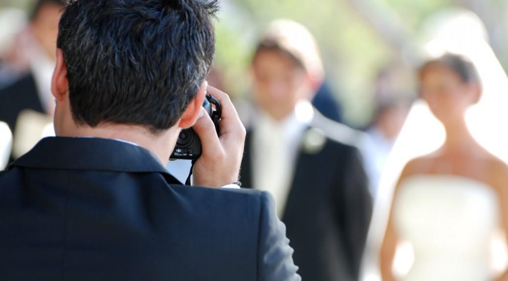 Der Fotograf für die Hochzeit